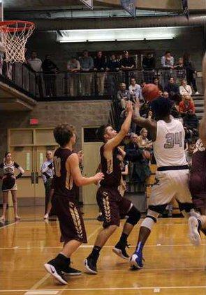 S-Varsity boys basketball pic 1