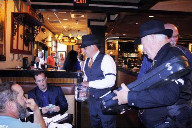 4 Celebrity Waiter pic1