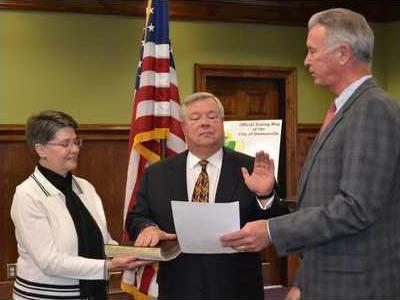 IF2L Dawsonville s new city Judge Ron Reemsnyder is sworn into office