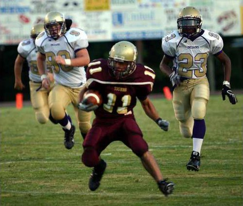 DCHS Fball Preview pic