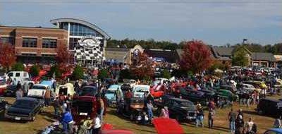 KLQR The cruise in and swap meet is increasingly popular during the festival