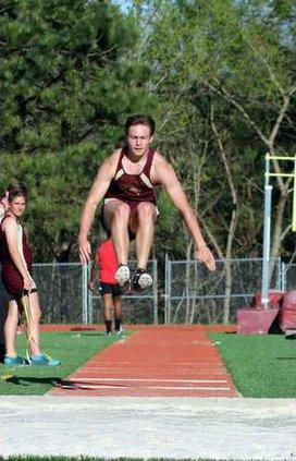 S-Varsity boys track pic 1