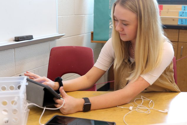 E-Jen Gray iPads pic 2.JPG